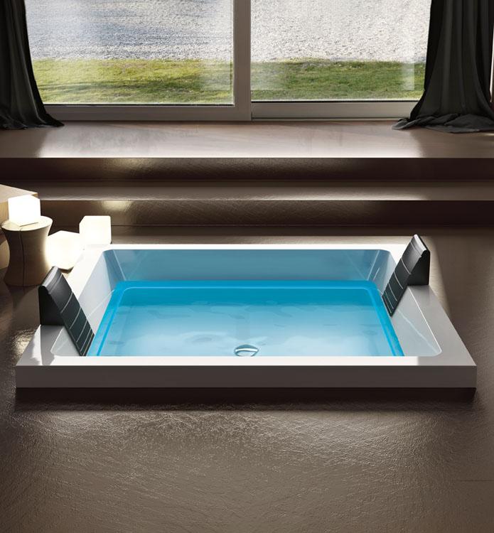 Luxusní designová vířivka pro dva do interiéru.