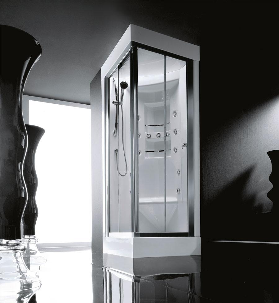 Vysoce komfortní sprchový kout včetně masážních trysek a místa k sezení.
