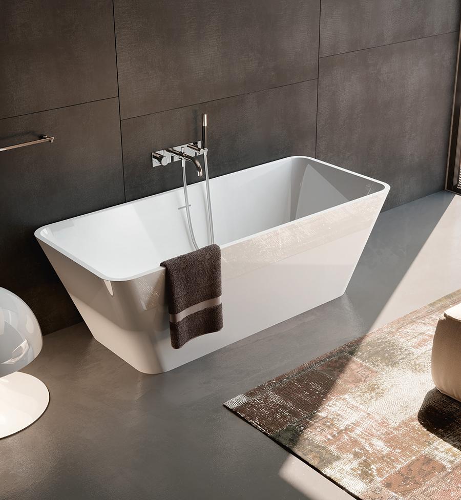 Designová a luxusní volně stojící vana se zaoblenými rohy.